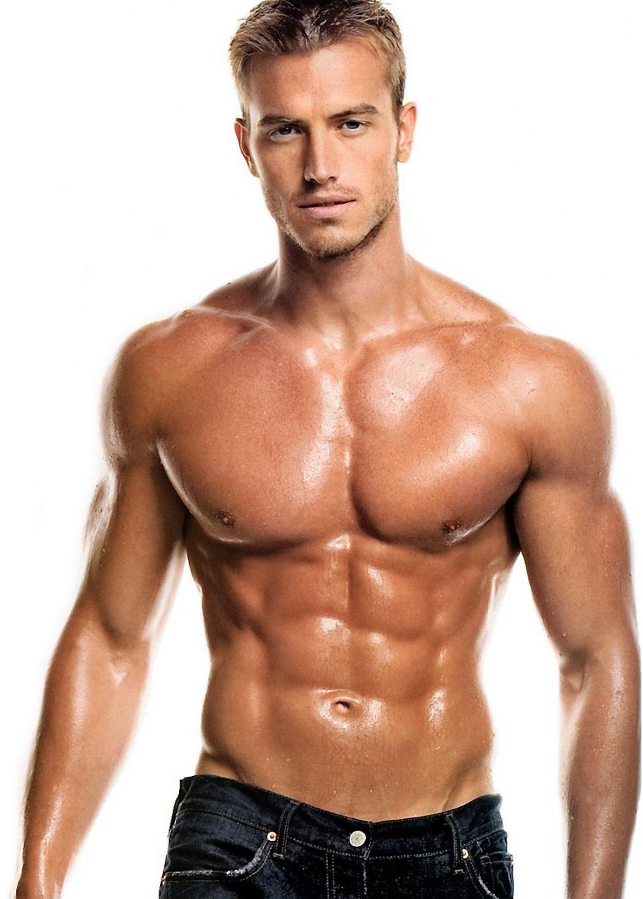 Homme Costaud homme musculation : des exercices quotidiens pour des résultats